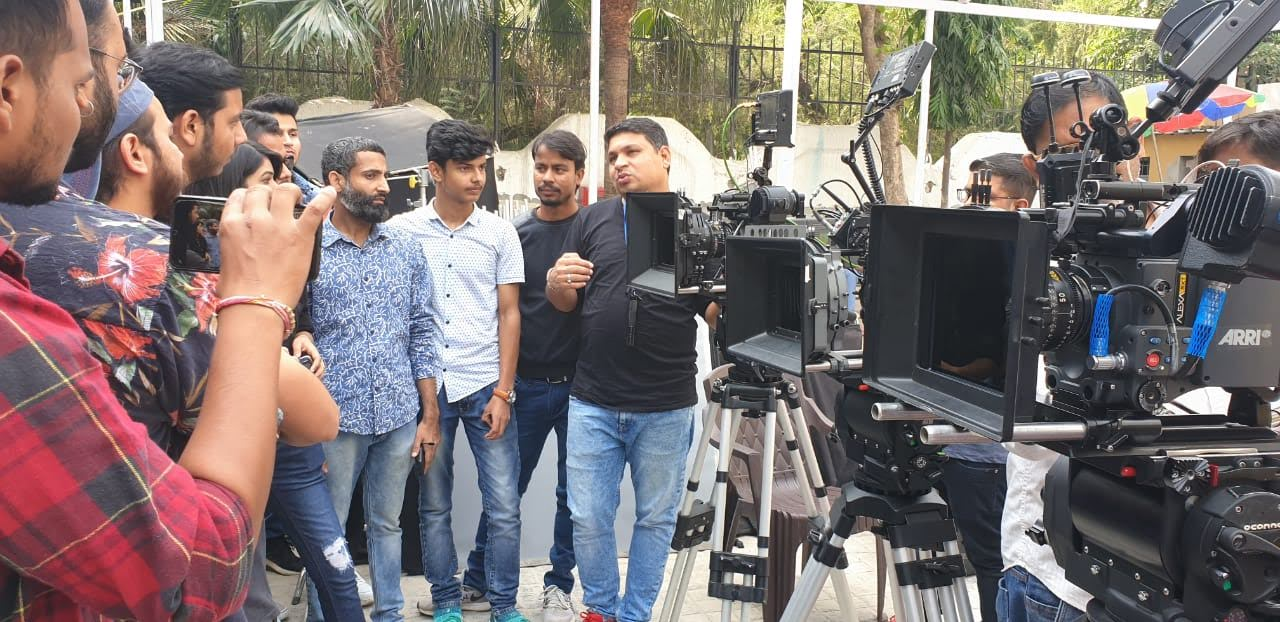 VISIT OF THE STUDENTS OF GKFTII TO THE SHOOTING OF REALITY SHOW OF RENOWNED DIRECTOR OF PHOTOGRAPHY, MR. ZAHIR NAQVI .